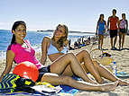Barcelona_teenage_group_beach
